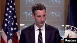 ند پرایس، سخنگوی وزارت خارجه امریکا ابراز امیدواری کرده است که حضور دپلوماتیک کشورش تا آخر ماه آگست در میدان هوایی کابل حفظ شود