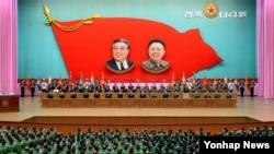북한 인민군 창건 84주년을 하루 앞둔 24일 평양 인민문화궁전에서 조선인민군 창건 84돌 경축 중앙보고대회가 열렸다고 조선중앙통신이 보도했다.