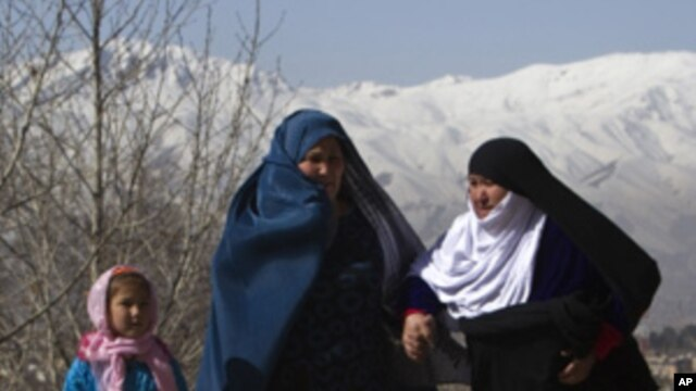 Afghan women arrive to attend a ceremony in conjunction with International Women's day in Kabul March 10, 2011.