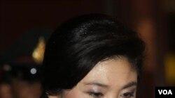 Perdana Menteri Yingluck Shinawatra tiba di Pusat Operasi Bantuan Banjir di Bangkok, Jumat (28/10).