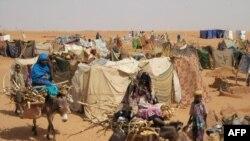 Des déplacés à Abu Shouk, près d'el-Fasher, la capitale de l'Etat du Nord Darfour, le 26 mai 2005.