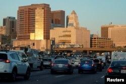 지난 11일 캘리포니아 주 로스엔젤레스 인근 고속도로에서 차들이 서행하고 있다. (자료사진)