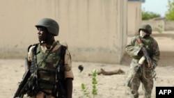 Tentara Nigeria mekakukan patroli di negara bagian Borno, kubu militan Boko Haram di Nigeria utara (foto: dok).