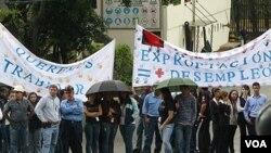Los trabajadores de Sidetur, Siderurgica del Turbio SA, protestaron contra la política de expropiaciones indiscriminadas que aplica el gobierno de Venezuela.