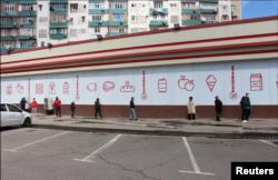 Toshkent supermarketlari oldida, 9-aprel, 2020