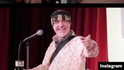 ایان کاگنیتو، کمدین بریتانیایی روی صحنه سکته کرد و درگذشت