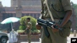 Soldados resguardan el Rashtrapati Bhawan o palacio presidencial, en New Delhi, India. Foto referencial.
