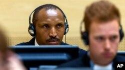 아프리카 콩고민주공화국의 전 반군 지도자가 2일 네델란드 헤이그의 국제형사재판소 ICC 법정에 출두해 재판 시작을 기다리고 있다.