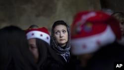 聖誕夜在伯利恒的聖誕教堂參加慶祝儀式的基督徒朝聖者