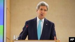 លោករដ្ឋមន្ត្រីការបរទេស John Kerry ថ្លែងសន្ទរកថាទៅកាន់ក្រុមប្រឹក្សាសិទ្ធិមនុស្សរបស់អង្គការសហប្រជាជាតិ នៅទីក្រុងហ្សឺណែវ ប្រទេសស្វីស កាលពីថ្ងៃទី២ ខែមីនា ឆ្នាំ២០១៥។ 