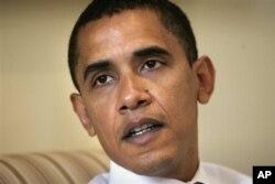 Ông Obama khi còn là Thượng nghị sĩ, trả lời phỏng vấn báo AP trong văn phòng tại Trụ sở Quốc hội Mỹ năm 2006