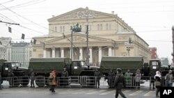大示威当天莫斯科当局部署在莫斯科大剧院附近的内务部队