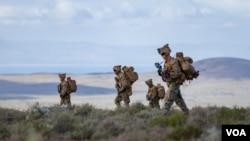 轮驻澳大利亚的美国海军陆战队2016年7月1日在达尔文附近训练 (美国军方照片)