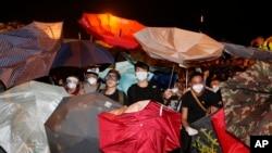 Sinh viên Hong Kong xuống đường biểu tình bày tỏ mong muốn phổ thông đầu phiếu trong một cuộc bầu cử có nhiều ứng cử viên để lựa chọn.