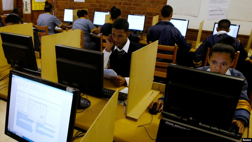 Pushing Computers Into Africas Classrooms