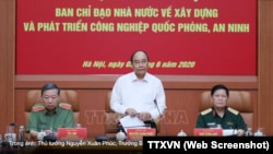 """Thủ tướng Nguyễn Xuân Phúc thúc giục tăng cường hợp tác với các đối tác nước ngoài để """"cùng nghiên cứu phát triển và sản xuất, tiêu thụ sản phẩm của công nghiệp quốc phòng, anh ninh."""" (Ảnh chụp màn hình TTXVN)"""