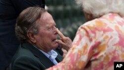 """El republicano, de 92 años, fue intervenido el miércoles en Houston para """"proteger y limpiar sus vías respiratorias."""