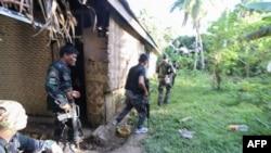 An ninh Philippines bố ráp các thành viên Abu Sayyaf hôm 11/4.