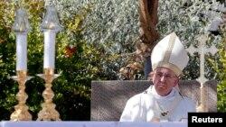 Đức Giáo Hoàng cử hành thánh lễ ở Campobasso, miền nam nước Ý, ngày 5 tháng 7, 2014.