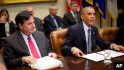 President Barack Obama, meeting with national security and public health teams about Ebola, sits beside Ebola response coordinator Ron Klain, left, at the White House, Nov. 18, 2014.