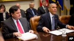 Барак Обама с группой советников, занимающихся координацией борьбы с лихорадкой Эбола
