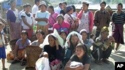 လုိင္ဇာၿမိဳ႕အနီးရွိ Je Yang IDP ကမ့္ပ္မွ ကခ်င္ဒုကၡသည္မ်ား။ (ဇန္နဝါရီ ၄၊ ၂၀၁၃)