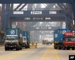中国广东的一个集装箱码头(资料照片)