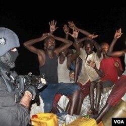 Pasukan khusus Angkatan Laut Portugis menangkap anggota bajak laut Somalia (foto dokumentasi).