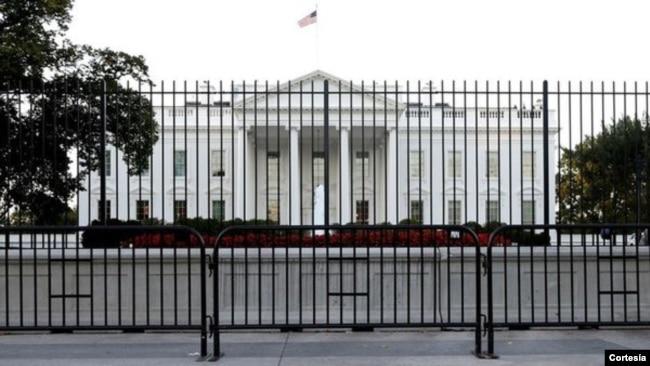 Hàng rào bao quanh Nhà Trắng.