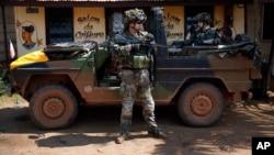 12月7日法国干预部队出现在中非班吉动乱地区。