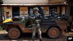 Một lính tuần tra của quân đội Pháp tại thủ đô Bangui, ngày 7 tháng 12, 2013.