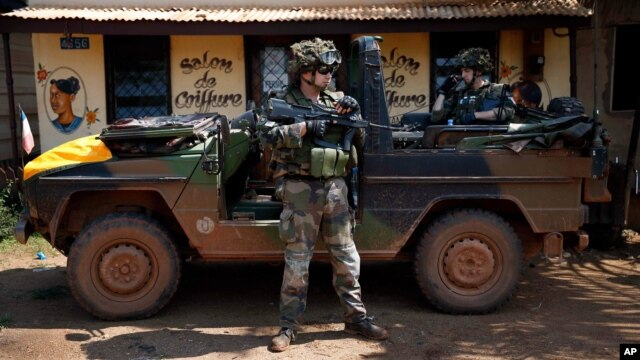 A French army patrol dismounts at the scene of sectarian violence in Bangui, Central African Republic, Dec. 7, 2013.