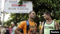 나카라과와 접경 지역인 코스타리카 페냐스 블랑카스에서 16일 쿠바 난민들이 대기 중이다.