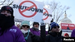 Punonjësit federalë të sistemit të kontrollit ajror gjatë protestës së djeshme në Uashington
