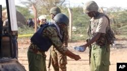 Wanajeshi wa Kenya karibu na mpaka wa Somalia kwenye picha ya awali.