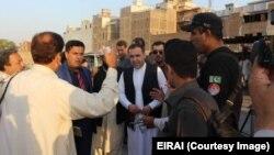 اسلام اباد کې افغان سفیر په پېښور کې د افغان مارکېټ څخه د لیدنې پرمهال