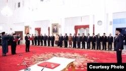Presiden Joko Widodo melantik Kiagus Ahmad Badaruddin dan Dian Ediana Rae sebagai Kepala dan Wakil Kepala PPATK di Istana Negara Jakarta Rabu 26 Oktober 2016 (Foto: Biro Pers Kepresidenan).