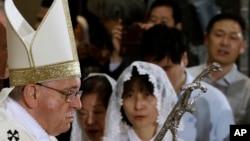 Đức Giáo Hoàng chuẩn bị cử hành Thánh lễ hoà giải tại nhà thờ chính ở Seoul, Nam Triều Tiên, ngày 18/8/2014.