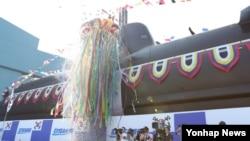 지난 2013년 8월 13일 경남 거제시 대우조선해양 옥포조선소에서 열린 진수식에서 공개된 잠수함 '김좌진함'.