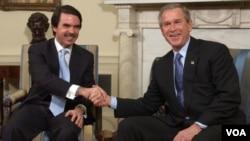 José María Aznar y George W.Bush durante un encuentro en 2004 en la Casa Blanca.