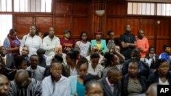 Wananchi wa Kenya wakiwa mahakamani kusikiliza hukumu juu ya ushoga, Nairobi, Kenya, Feb.2