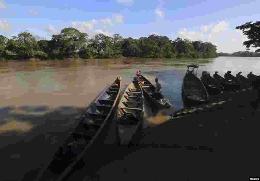 اس پارک سے گزرنے والا دریا کینو کرسٹیلز مقامی سطح پر 'پانچ رنگوں والا دریا' کے نام سے بھی مشہور ہے۔