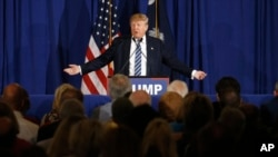 Kandidat capres Partai Republik Donald Trump berkampanye di Kiawah Island, South Carolina, 18 Februari 2016.