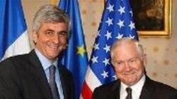 رابرت گیتس و اروه مورن، وزیران دفاع آمریکا و فرانسه بر لزوم اعمال تحریم های بیشتر علیه تهران تأکید کردند