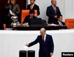 Erdoğan Bayraktar'la ilgili oylama devam ediyor.