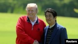 特朗普總統與日本首相安倍5月26日一起打高爾夫球。