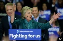ຜູ້ສະໝັກປະທານາທິບໍດີ ພັກເດໂມແຄຣັດ ທ່ານນາງ Hillary Clinton.