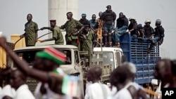 南苏丹独立获得联合国安理会投票支持。图为南苏丹安全部队7月7日为独立游行彩排提供保安