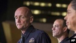 Cảnh sát trưởng thành phố Los Angeles Andrew Smith phát biểu trong cuộc họp báo ngày 12/2/2013.