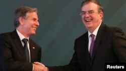 토니 블링컨 미국 국무장관(왼쪽)이 8일 멕시코 수도 멕시코시티에서 안드레스 마누엘 로페스 오브라도르 멕시코 대통령과 만났다.